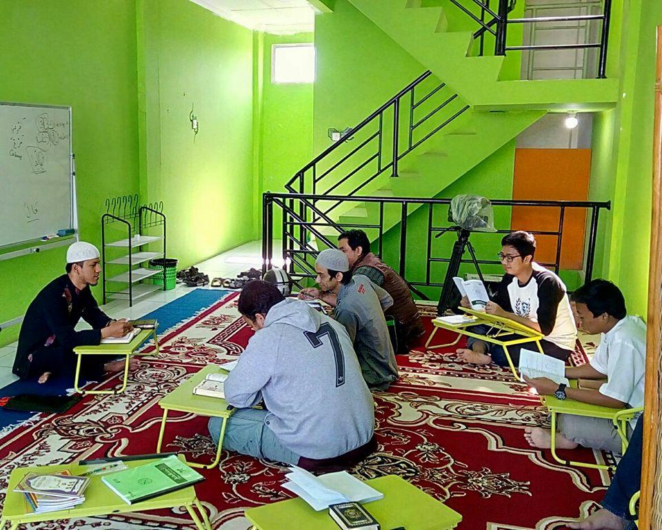 Les Privat Ngaji Al-Quran Jogja Murah Terbaik Guru Datang Kerumah belajar IQRO, Al-Qur'an, Tajwid, Tahsin hinggal murottal. Belajar berkah bersama kami.